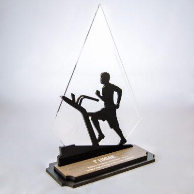 Troféu de Corrida na Esteira em Acrílico e Madeira Série Black Piano | Top Troféus