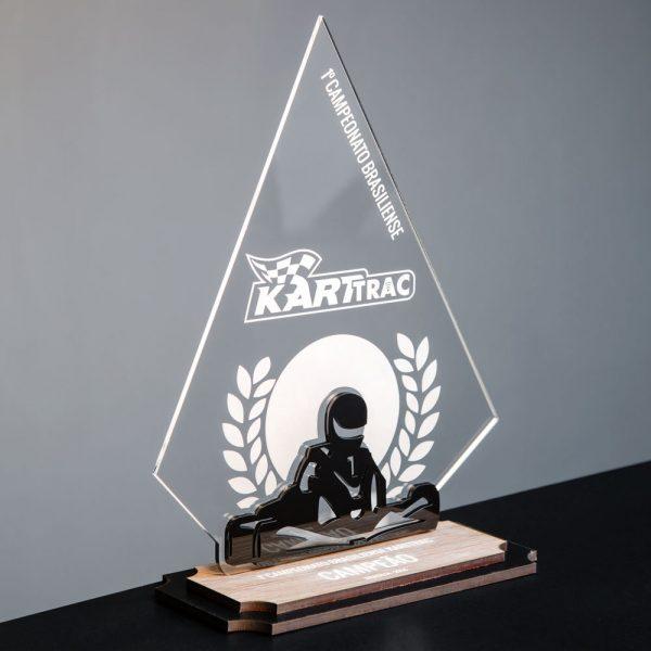 Troféu de Kart em acrílico e madeira | Top Troféus